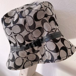 Coach signature black and white bucket hat